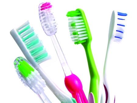 escovas-de-dentes-higiene-oral-450x338-ok